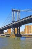 Vue sur le pont de Manhattan au-dessus de l'East River Photographie stock