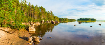 Vue sur le rivage du lac Photos libres de droits