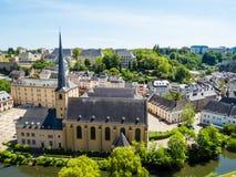 Vue sur le secteur de Grund de la ville du Luxembourg Photos stock