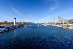 Vue sur le secteur financier avec le Danube à Vienne photos libres de droits