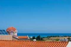 Vue sur le toit et la mer photos libres de droits