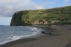 Vue sur le village aux Açores Photographie stock