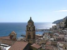 Vue sur le village d'Amalfi Images libres de droits