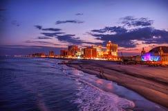 Vue sur les casionos d'Atlantic City la nuit, Etats-Unis Image libre de droits