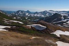 Vue sur les montagnes autour du volcan de Mutnovsky Image stock