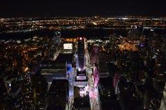 Vue sur Manhattan par nuit images stock