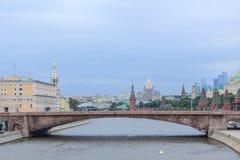 Vue sur Moscou de la rivière photographie stock libre de droits