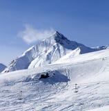 Vue sur outre de la pente de ski de piste Photos stock