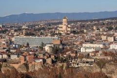 Vue sur Tbilisi près de monastère du Thabor Photographie stock libre de droits