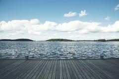 Vue sur un lac en Finlande Image libre de droits