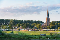 Vue sur une église à Zaandam de la hameau Haaldersbroek Images stock