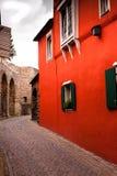 Vue sur une vieille maison rouge Photographie stock