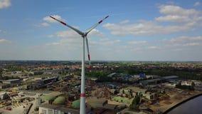 Vue sur une turbine de vent banque de vidéos