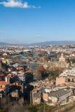 Vue Tbilisi ensoleillé et la rivière Mtkvari Photographie stock