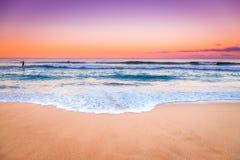 Vue étonnante de paysage marin de coucher du soleil Photos stock