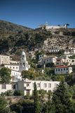 Vue traditionnelle de village de Dhermi en Albanie du sud Photo stock
