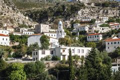 Vue traditionnelle de village de Dhermi en Albanie du sud Photos stock
