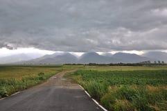 Vue étroite du début par la tempête au-dessus des montagnes de Fagaras Photo libre de droits