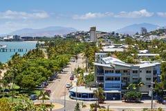 Vue tropicale d'oiseau de ville Images libres de droits