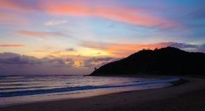 Vue tropicale de lever de soleil en littoral de la Mozambique Image libre de droits