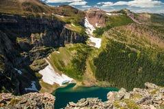 Vue une des lacs glaciaires sur la traînée d'arête d'Akamina, Waterton NP, Canada Images stock