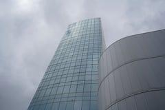 Vue urbaine contemporaine avec le fond de bâtiments photographie stock