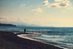 Vue vers Batumi de la plage la Géorgie de Kobuleti photos libres de droits