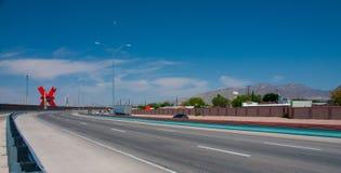 Vue vers El Paso du centre le long de la route de frontière photo stock