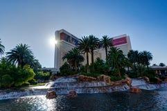Vue vers l'hôtel de Cosmopoliten avec Tour Eiffel à Las Vegas N photographie stock