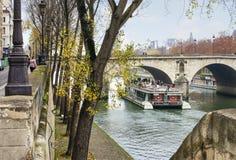 Vue vers la rivière de la Seine Photos stock