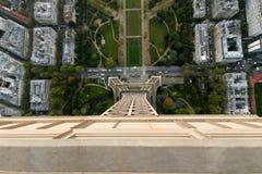 Vue vers le bas à Tour Eiffel Photo libre de droits