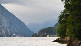 Vue vers le fjord en Norvège banque de vidéos