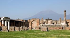 Vue vers le Vésuve de Pompéi Photographie stock libre de droits