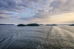 Vue vers les îles micro de la Suède près de Stokholm Images libres de droits