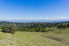 Vue vers Redwood City et São Carlos de parc d'Edgewood, Silicon Valley, San Francisco Bay, la Californie images libres de droits