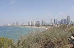 Vue vers Tel Aviv de vieux Yaffo, Israël photo stock