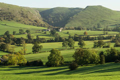 Vue vers Thorpe Cloud, Dovedale Photo libre de droits