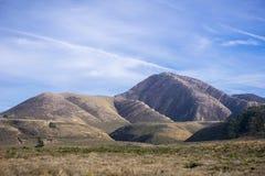 Vue vers Valencia Peak, une destination de hausse populaire sur la côte de l'océan pacifique, Montana de Oro State Park, baie de  image libre de droits