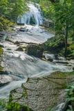 Vue verticale de la base d'hurler les cascades courues dans Jefferson Nation Forest, la Virginie, Etats-Unis photos libres de droits
