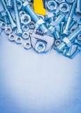 Vue verticale des détails principaux réglables de boulon en métal Photo stock