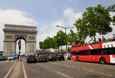 Vue voyant l'excursion de bus Paris - Arc de Triomphe Photos libres de droits