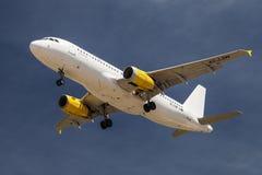 Vueling Airbus A320 de baixo de Imagem de Stock Royalty Free