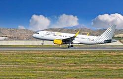 Vueling Airlines no aeroporto de Alicante foto de stock