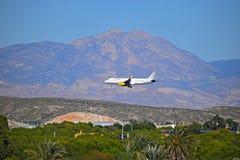 Vueling Airlines que vuela bajo Imagen de archivo libre de regalías