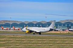 Vuelings-Flugzeuge an Alicante-Flughafen Stockbild
