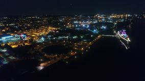 Vuelo aéreo Camden New Jersey Waterfront en la noche almacen de metraje de vídeo