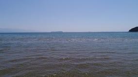 Vuelo aéreo del retratamiento del abejón, tideland bajo del mar almacen de video