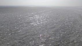 Vuelo aéreo sobre el hielo áspero almacen de metraje de vídeo