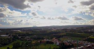 Vuelo aéreo sobre pequeño pueblo español almacen de video