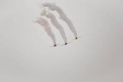 Vuelo acrobático Fotos de archivo